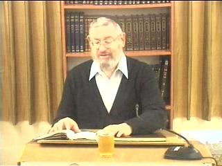 האם מצוות עשיית כלי המקדש היא פרט ממצוות בניין המקדש או על מצווה בכל כלי וכלי