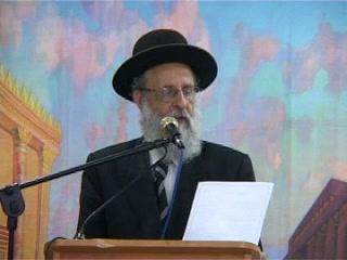 הקראת מכתב משותף עליו חתמו הרבנים משתתפי הכנס לאחדות וחיזוק שמירת התורה בארץ