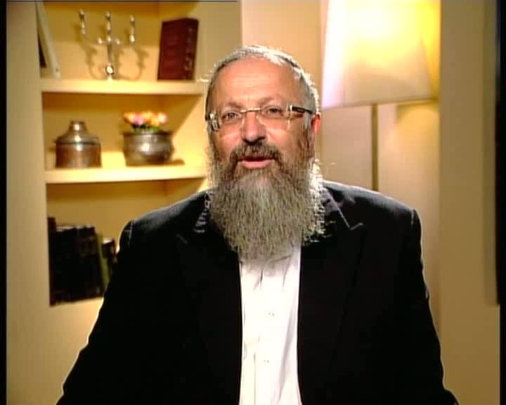"""""""עולו אושפיזין"""" ...לסוכתו של הרב מרדכי אליהו זצ""""ל"""