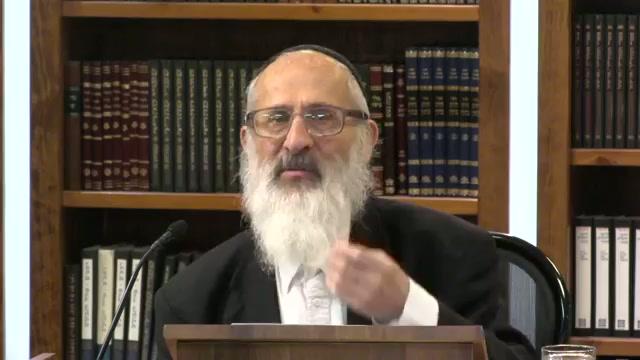 """""""משה תקן לישראל שיקראו בתורה"""" - והרי משה מסר את התורה לישראל רק ביום מותו ?"""
