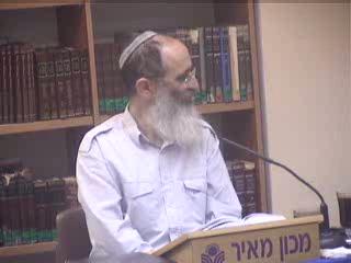 מדוע היהודים מתנועעים בזמן לימוד התורה