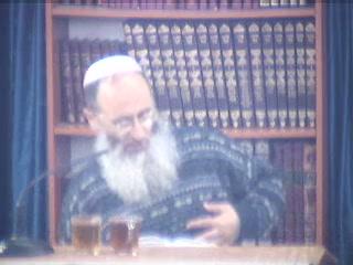 רבי ישמעאל אומר הווי קל לראש ונח לתשחורת והווי מקבל את כל האדם בשמחה - פרק ג משנה טז