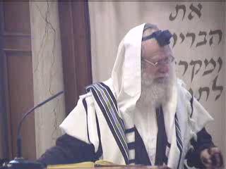 הדלקת נר חנוכה לפרסום הנס וחנוכיה בבית הכנסת זכר למנורה בבית המקדש