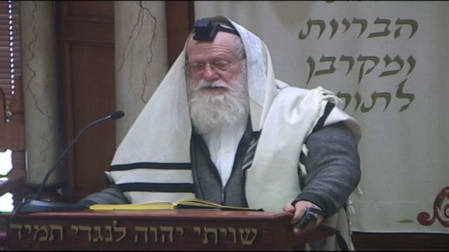 אין יוצאים ידי חובה בהדלקת נרות חנוכה שבבית הכנסת