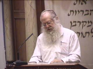 רבי שמעון אומר הווי זהיר בקריאת שמע ובתפילה