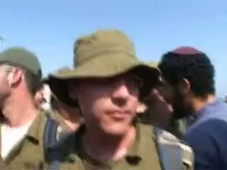 """""""איך אני אסביר לילד שלי שיש חייל שמגרש יהודים"""" ? -כניסת חיילים לגוש קטיף"""