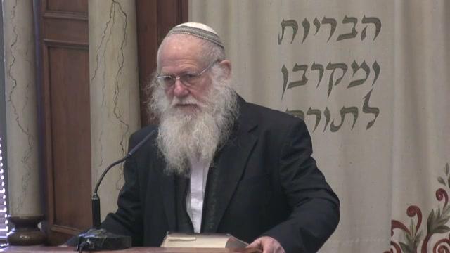 חנוכה נר איש וביתו . הבית היהודי עומד על הצניעות והטהרה