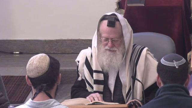 """מה הכוונה """"וישתחו ישראל על ראש המיטה"""""""