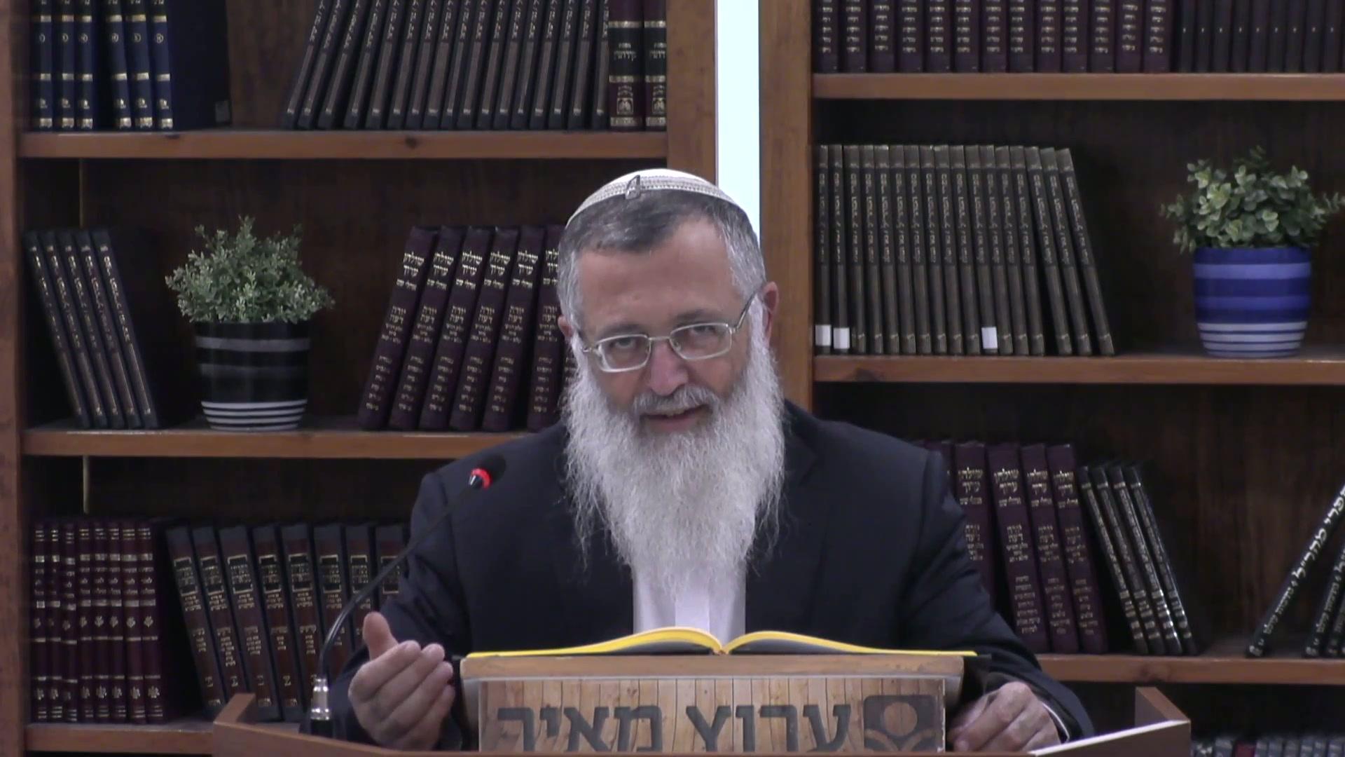 """אם דירת אינו יהודי מעכבת בעירובו - שו""""ע סימן שפב  סעיפים ט  - יא"""