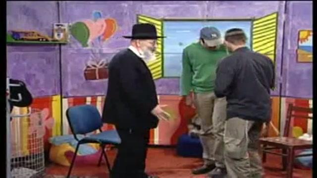 """הרב חנוך בן פזי זצ""""ל מתארח בצריף של אסי וטוביה אלול התשס""""ח"""